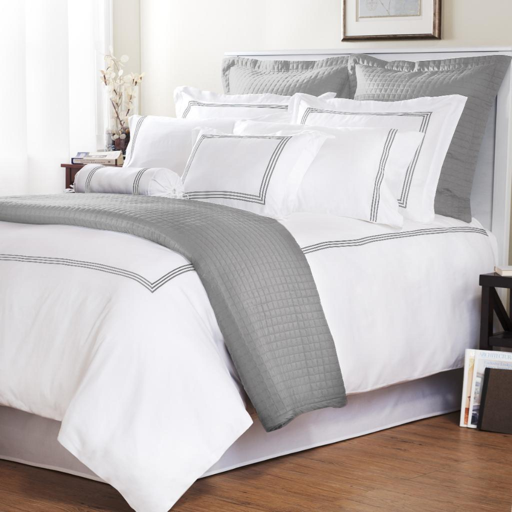 In a sophisticated grey and white lattice accented with stripes and solid grey, Pali's Sogno Crib Bedding will create a stylish nursery for your little dreamer. The 4-Piece Crib Bedding Set includes a blanket, rail guard, crib skirt, and fitted sheet.