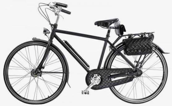 bicicleta de luxo com acessórios Chanel bolsas em couro matelassê