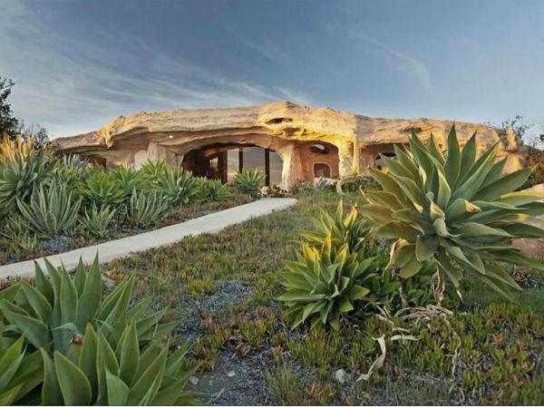 Dream Flintstones House [Malibu, California]