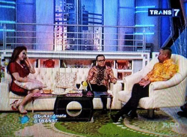Bupati Azwar Anas bersama Tukul Arwana dalam acara Bukan Empat Mata Trans7
