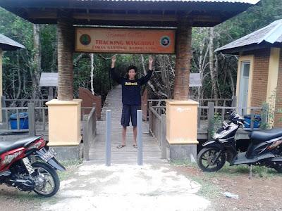 Pintu masuk kawasan hutan mangrove