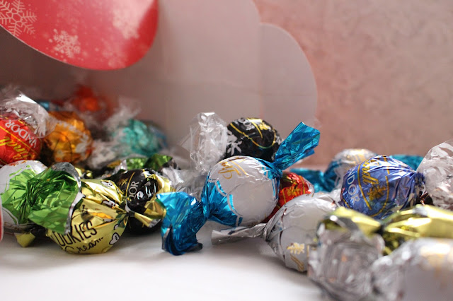Lindt selection box hand picked balls