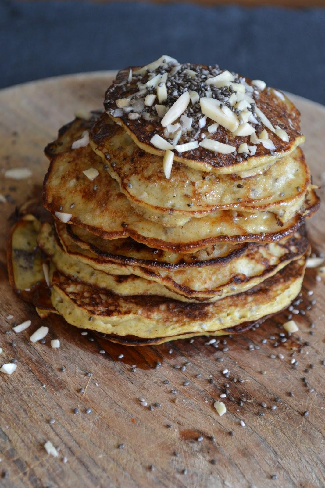 bananen pancakes mit honig und mandeln ohne mehl the recipe suitcase. Black Bedroom Furniture Sets. Home Design Ideas