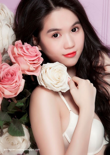 Hình ảnh đẹp người mẫu Ngọc Trinh bikini
