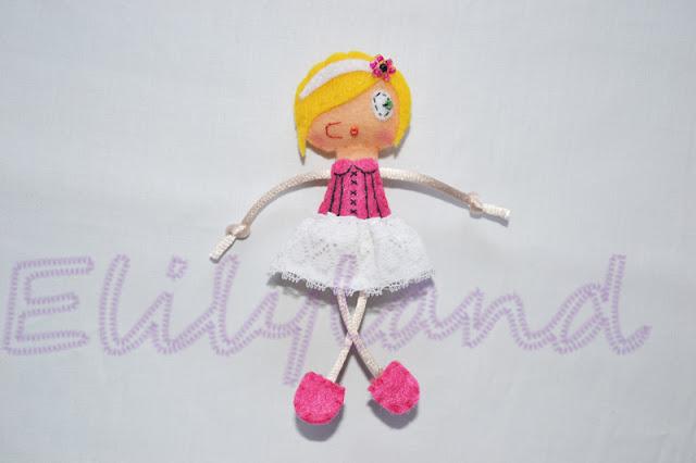 Mini-Elily Muñeca de Fieltro y Tela con corsé