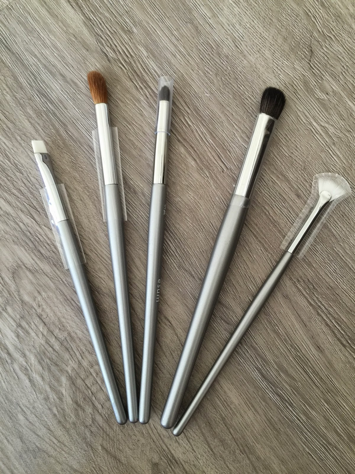 win the ultimate smokey eye kit brush set