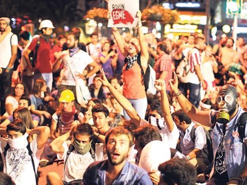 Turki Pula Bergolak: Protes Anti-Kerajaan Merebak Di Dua Bandar