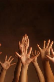 حڪاية الأيادي تنتهي ....... MXS58786.jpg