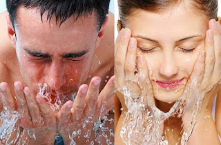 menghilangkan jerawat dengan mencuci muka