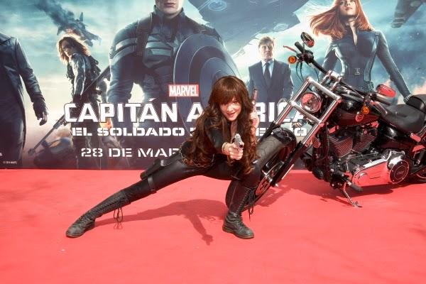 """La Viuda Negra en el Evento Fan de """"Capitán América: El Soldado de Invierno"""""""