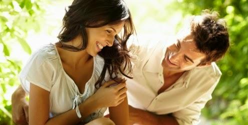 namoro feliz natureza casal