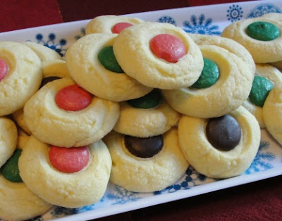 red and green shortbread cookies