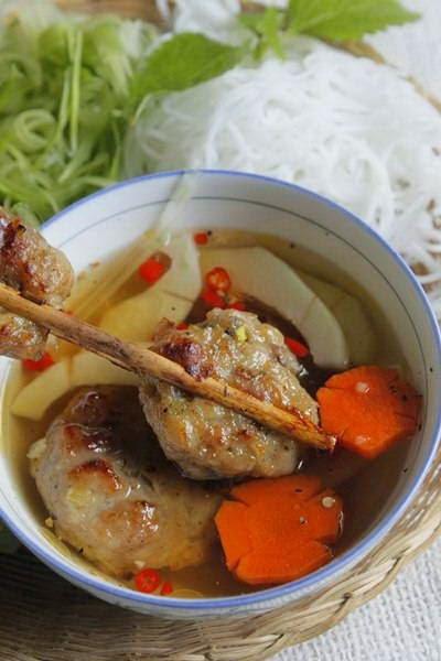 Vietnamese Noodle Recipes - Bún chả nướng