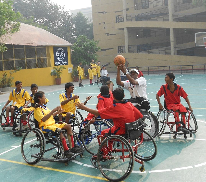 Juegos para niños en sillas de ruedas (con fotos) (los niños juegan sillas de ruedas)