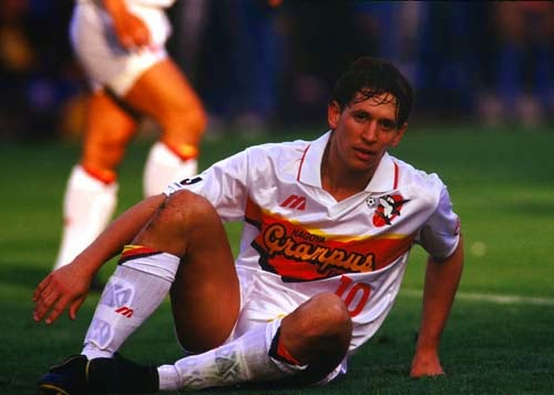Gary Lineker playing for Grampus Eight