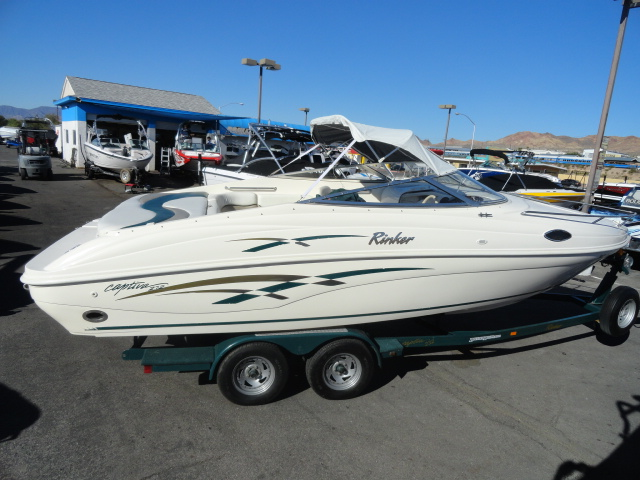 2000 Rinker 232 Captiva Cuddy! Freshwater boat in great condition!