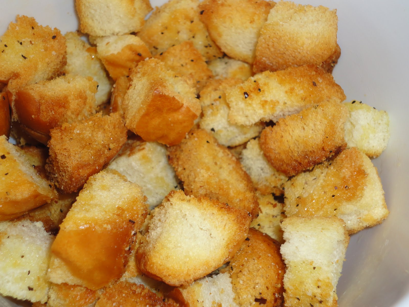 how to make croutons from sliced bread