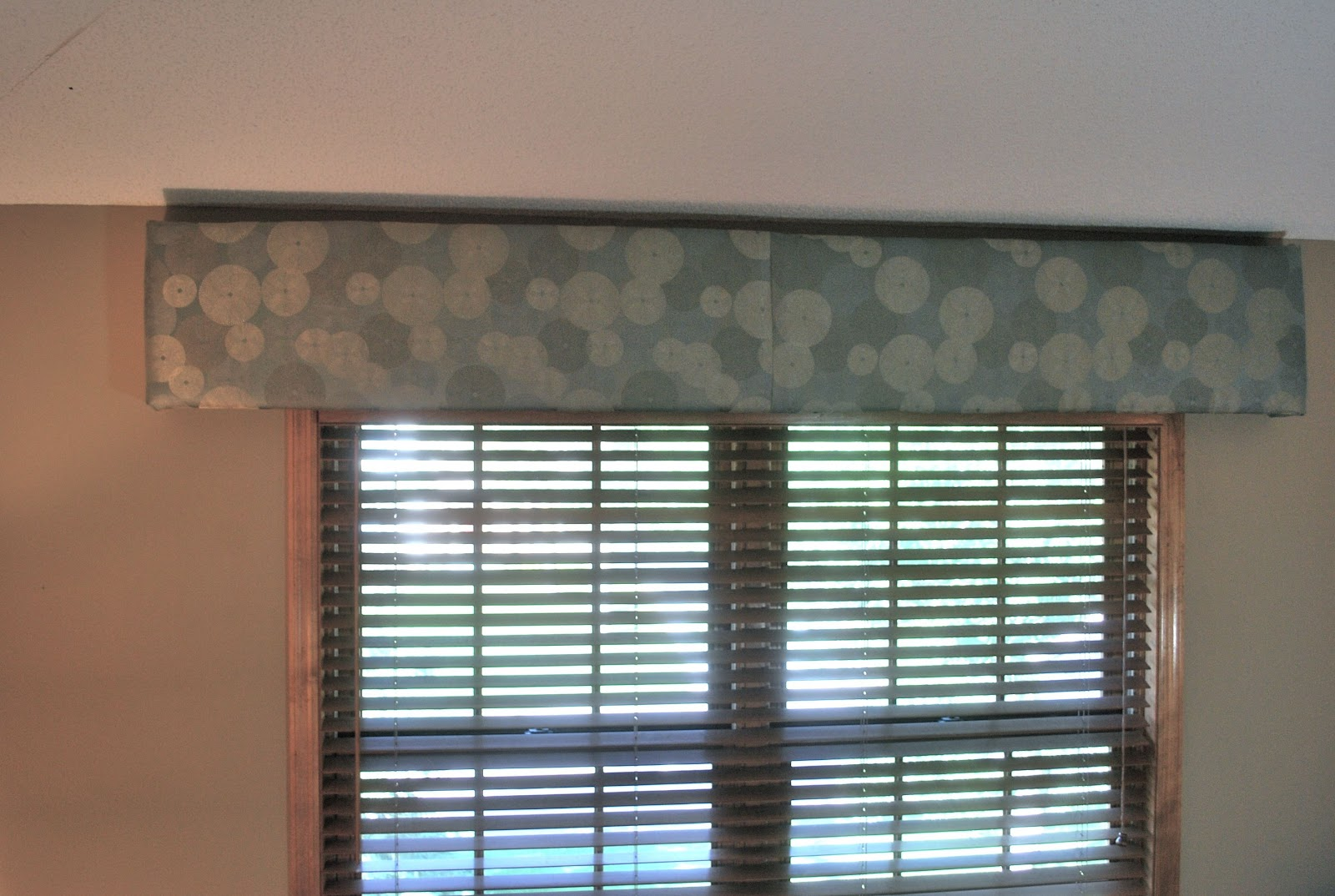 Almost NO SEW WIndow Treatment | Sweetwater Style