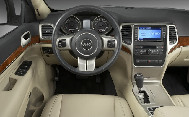 Interior shot of 2011 Jeep Grand Cherokee