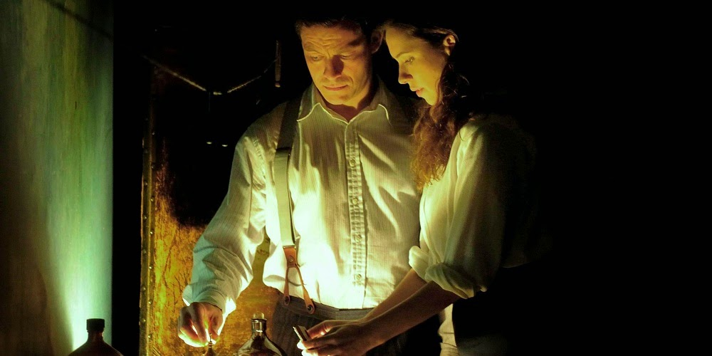 Dominic West e Rebecca Hall em O DESPERTAR (The Awakening)