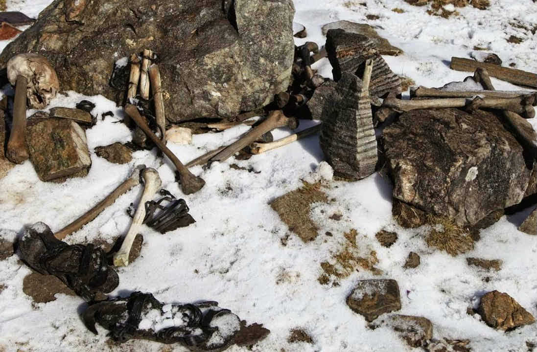 The artifacts along with the skeletons around the Roopkund Lake