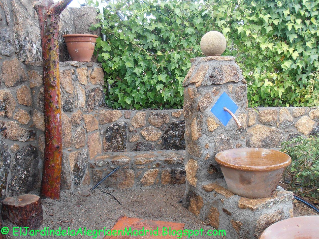El jard n de la alegr a hemos hecho una fuente de piedra - Comprar piedras jardin ...