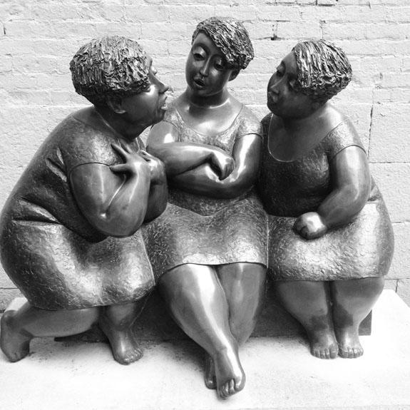 http://3.bp.blogspot.com/-dvs-iVCsHvs/UaaojyYBvRI/AAAAAAAAEQg/ilzeFnC99Q8/s1600/the-pink-chalkboard-montreal-statue-of-three-women.JPG