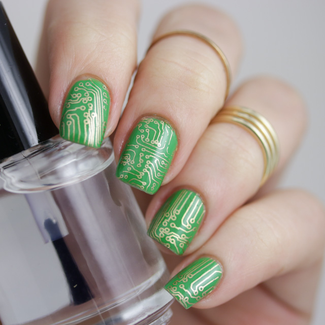 Moyou London - Placa Sci fi collection 06 sobre Kelp Out de Sally Hansen