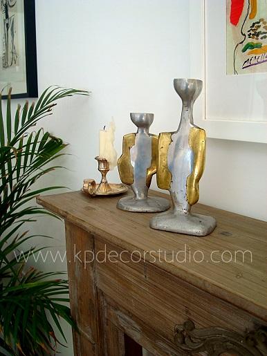 candelabros y portavelas de mesa de diseño original, metálico o de bronce. Vintage selecto.