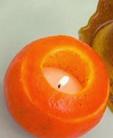 http://www.hogarutil.com/decoracion/manualidades/otros/201203/como-hacer-velas-mandarina-14242.html