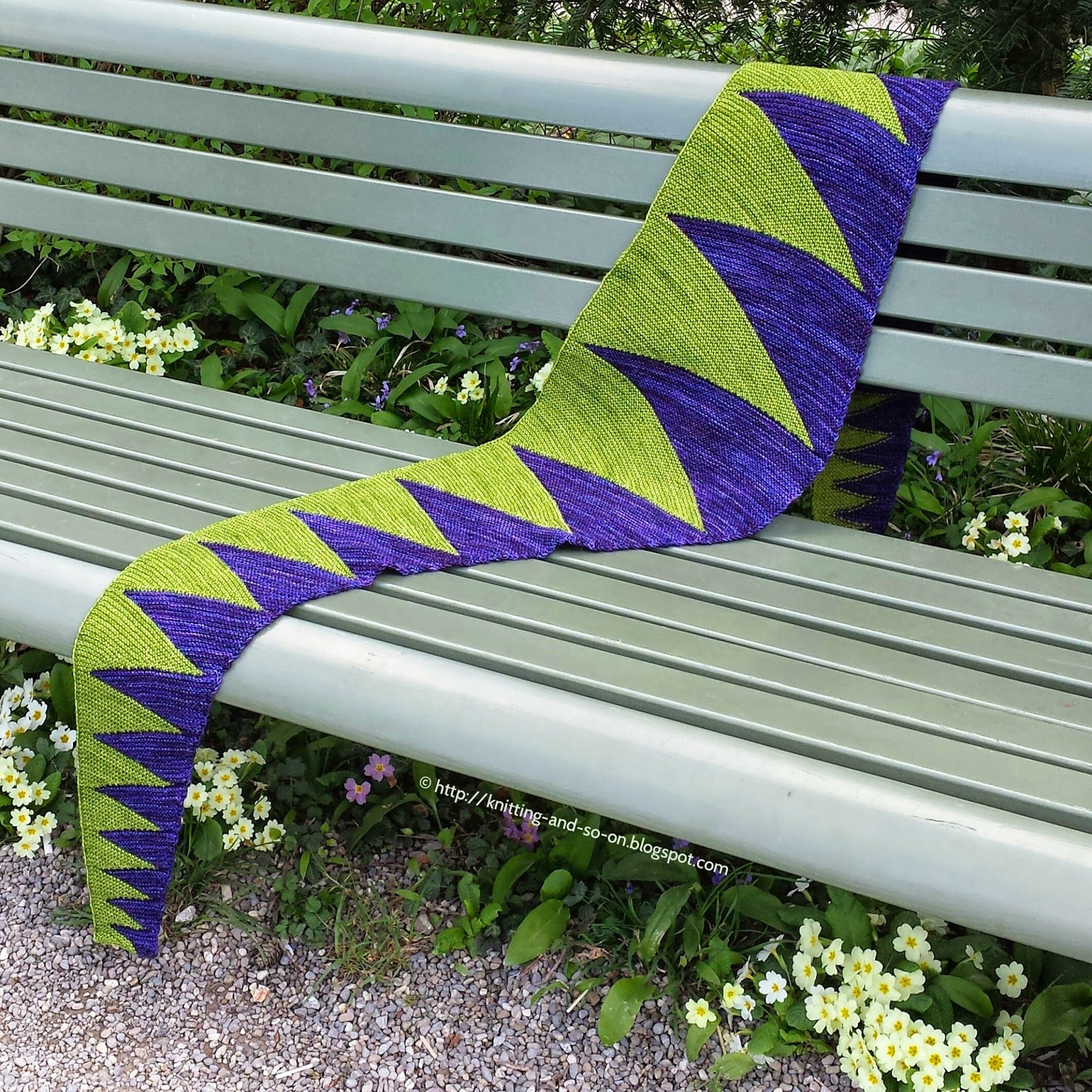 Free Knitting Pattern: Monster Tooth Scarf (http://knitting-and-so-on.blogspot.ch/)
