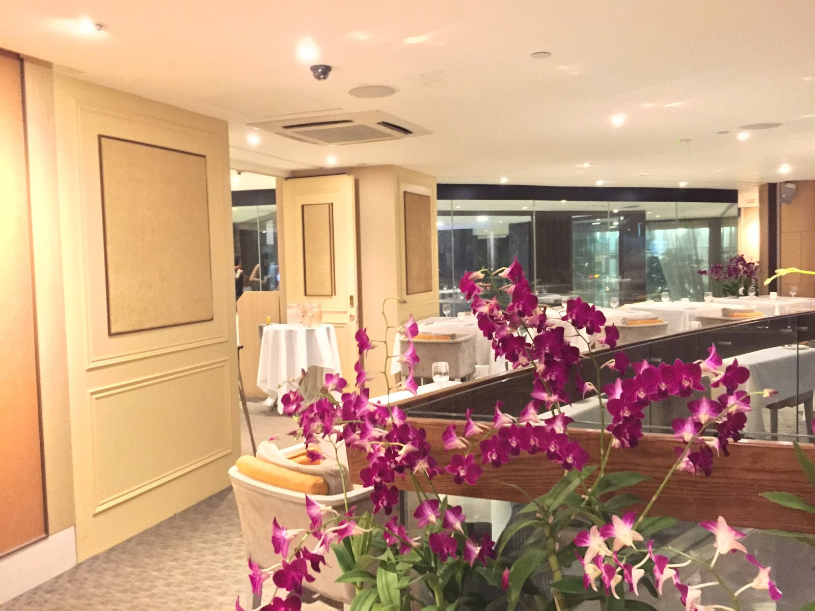 Raffles Place - The Royal Mail Restaurant & Bar Ambience