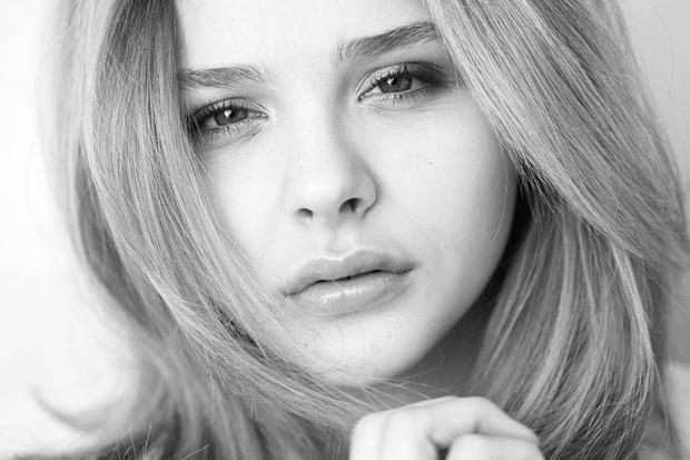 La actriz estadounidense Chloe Grace Moretz, fotografías en blanco y negro | Ximinia