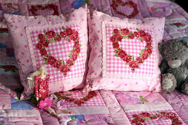 розовые подушки
