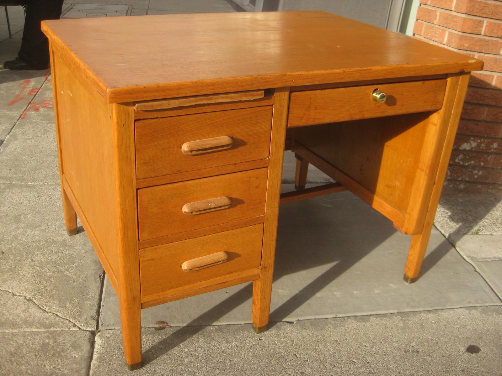 SOLD   Small Oak Teacheru0027s Desk   $50