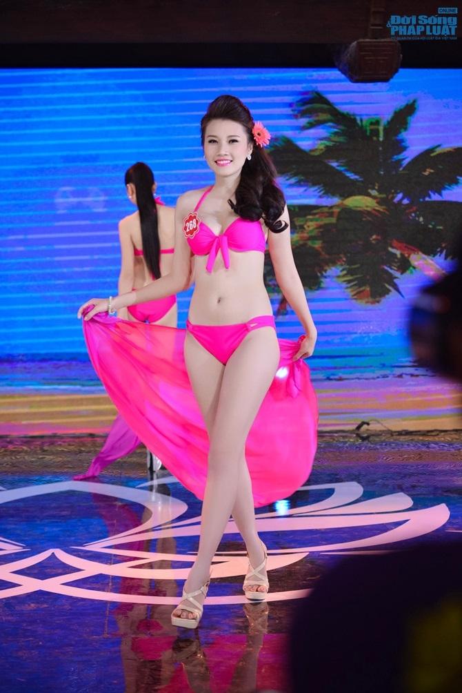 Ảnh gái xinh Hoa hậu miền bắc 2014 với bikini 1