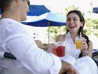 6 Cara Menghadapi Wanita yang Menggoda Pasangan Anda