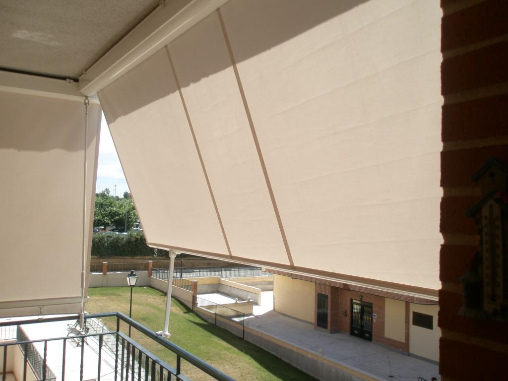 Carpinter a met lica lozano toldos for Cortinas para balcones exteriores