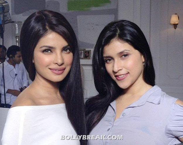 Priyanka chopra posing with her cousin Barbie Handa -  Priyanka &amp; her cousins- Parineeti Chopra, Barbie Handa