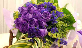 Ramo de rosas violeta