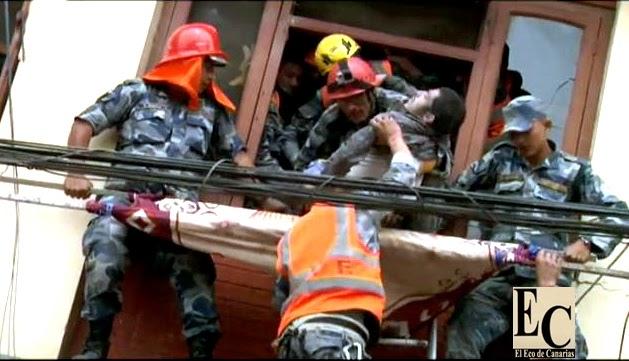 Los muertos por terremotos en Nepal superan los tres mil