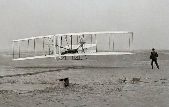 pesawat pertama kali di dunia