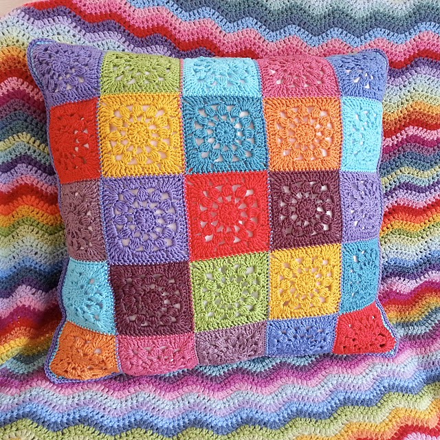 free crochet pattern sunshine motif pillow