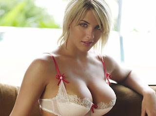 Οσο ποιο μεγάλο στήθος έχεις τόσο πιο έξυπνη είσαι !...