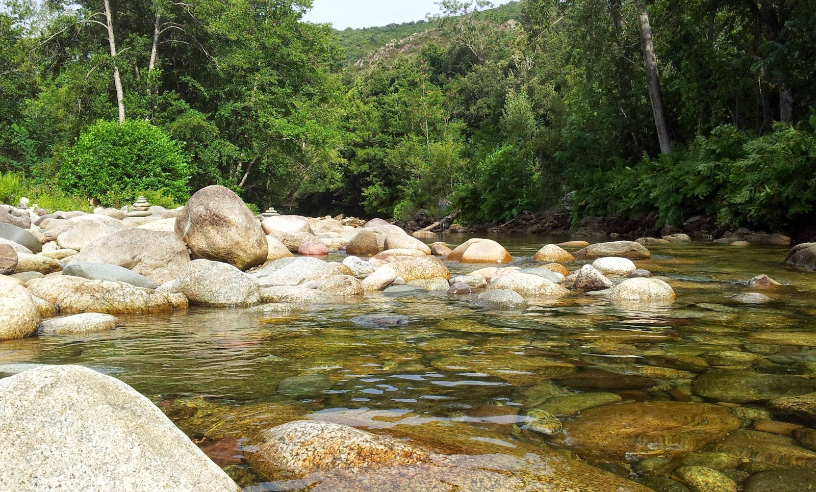 "<img src=""Golo.jpg"" alt=""Fluss Golo auf Korsika in der Nähe von Francardo"">"