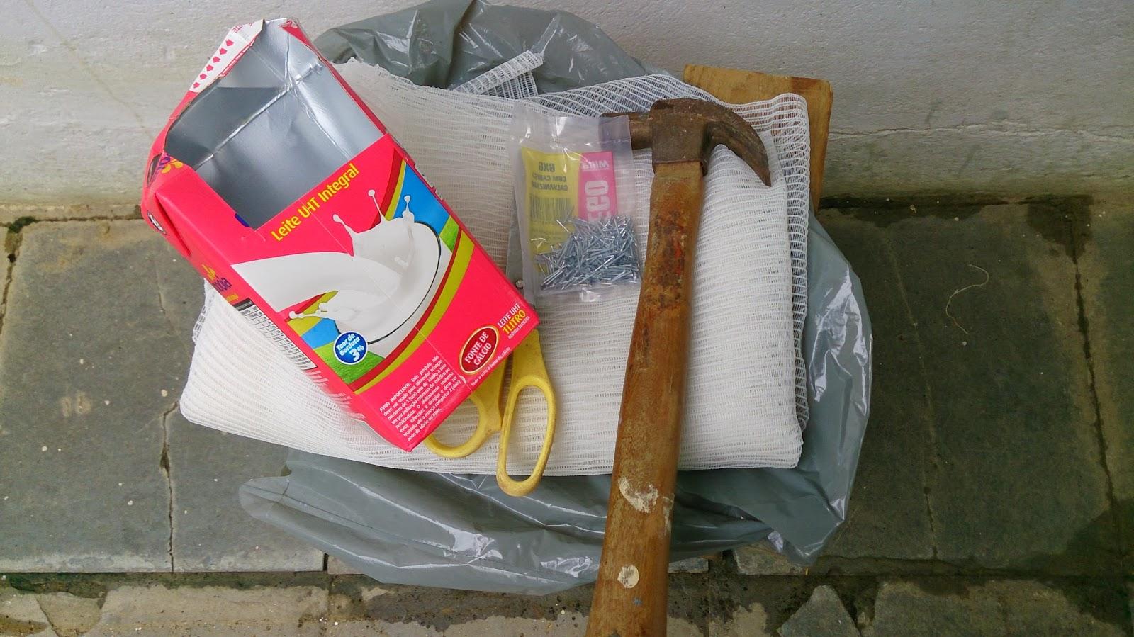 #C30830  tela de pregos de martelo e de caixa de leite longa vida e de um 1480 Telas De Proteção Contra Insetos Para Janelas