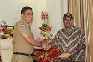 Herman Auwe Resmi Jabat Plt Bupati Dogiyai Dharapos Papua