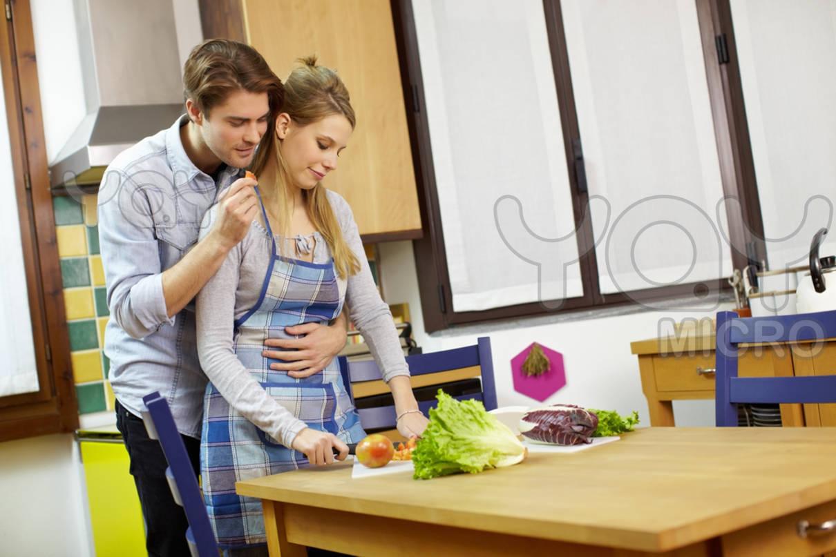 Секс на кухне в гостях, Порно на Кухне, смотреть видео Секс на Кухне 2 фотография