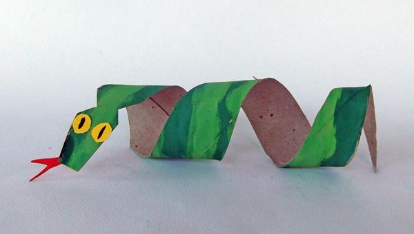 paper snake, craft snake, toilet paper roll snake, toilet paper roll crafts, cardboard crafts, cradboard snake