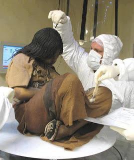 بالصور .. فتاة تبلغ من العمر 15 عام وجدت متجمده منذ اكثر من 500 عام !!!!